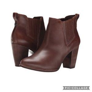 NWOT UGG Australia Poppy Ankle BOOTS s/n 1008624